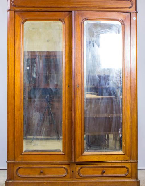 Antiikne peeglitega riidekapp